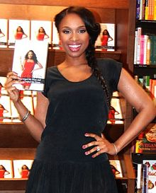 Jennifer-Hudson_2012-01-17_Barnes-Noble_Chicago_photoby_Adam-Bielawski_(cropped)