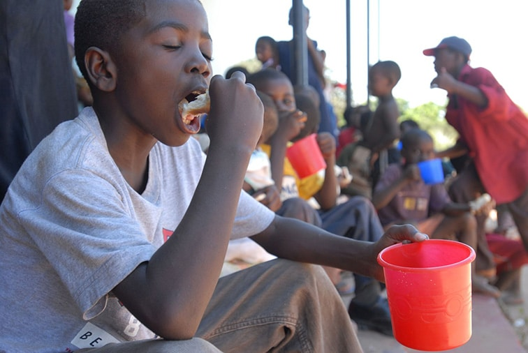 children-eating-zambia-hunger