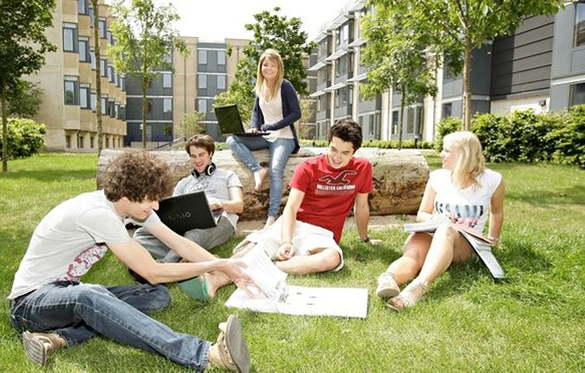 British-Students-in-university-High-IQ