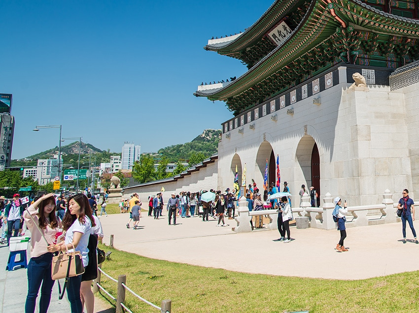 SEOUL, SOUTH KOREA Gate of Gyeongbokgung Palace on May 16, 2015 in Seoul, South Korea. Gyeongbokgung Palace which is oldest palace in South Korea
