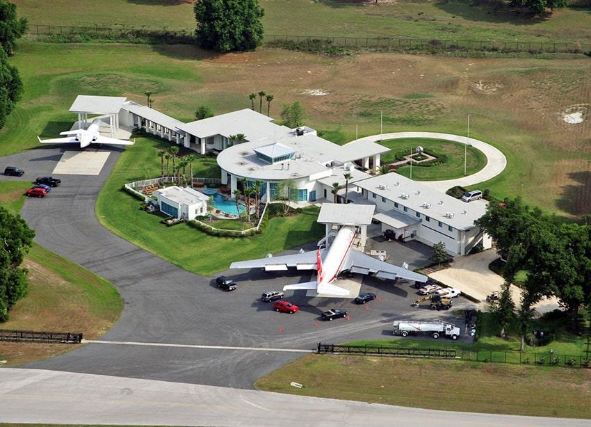 John-Travolta-Fly-In-Florida-Home